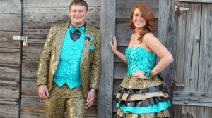ht_amber_squires_duct_tape_prom_dress_thg_130401_wblog